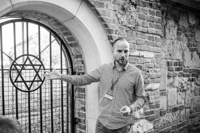 Jewish graveyard and Krakow guide in Kazimierz