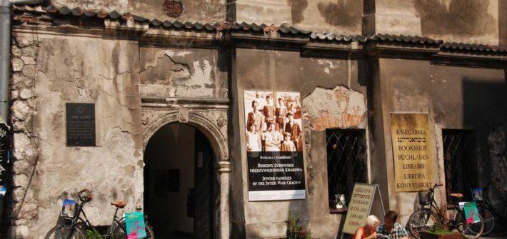 Krakow Tour Guide in Jewish quarter