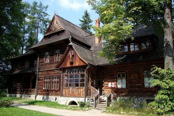 wooden house during Krakow Zakopane Tour