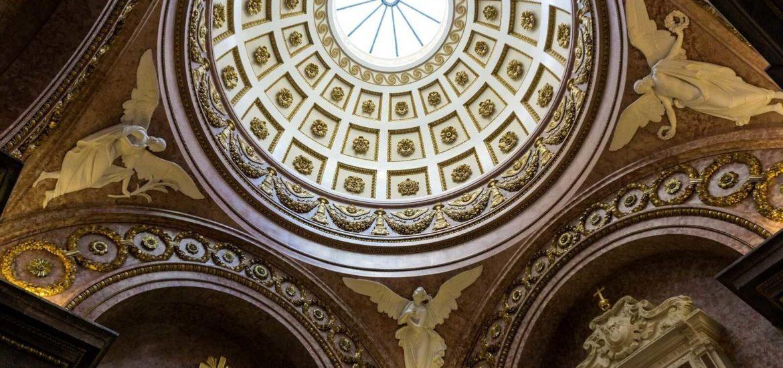 kopula kaplicy podczas wycieczki po krakowskiej katedrze
