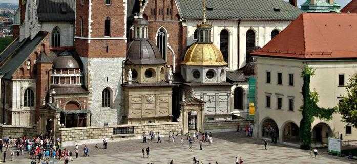 widok na Bazylika archikatedralna podczas wycieczki po krakowskiej katedrze